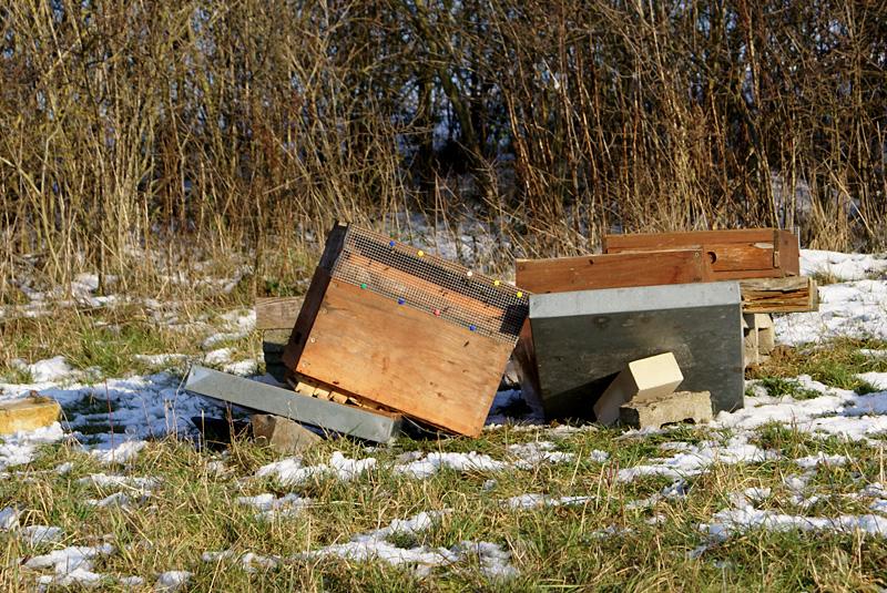 Vandalismus in Ober-Ramstadt: umgeschmissene Beuten